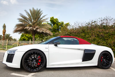 rental Audi R8 V10 Spyder (White), 2018 in Dubai