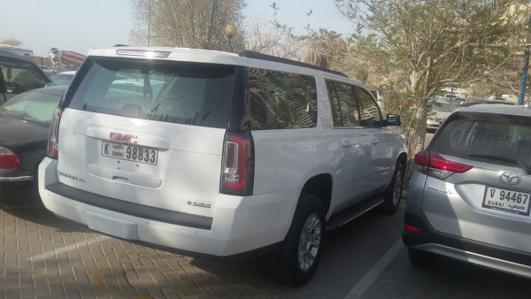 rental GMC Yukon XL (Bright White), 2017 in Dubai