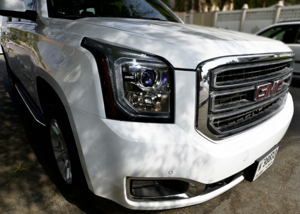 GMC Yukon XL (Bright White), 2017 in Dubai rental deals